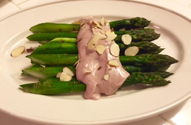 Grilled asparagus with red wine & chive mayo